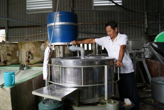 Đầu tư máy móc: Bước tiến mới ở các làng nghề làm bột Đồng Tháp